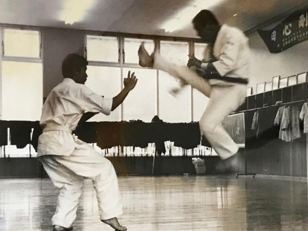 師範の飛び2段蹴り